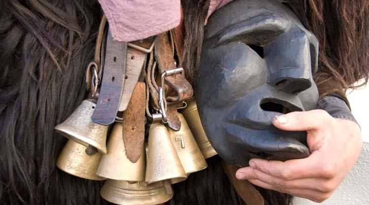 mamuthones-mamoiada-maschera-e-campanacci