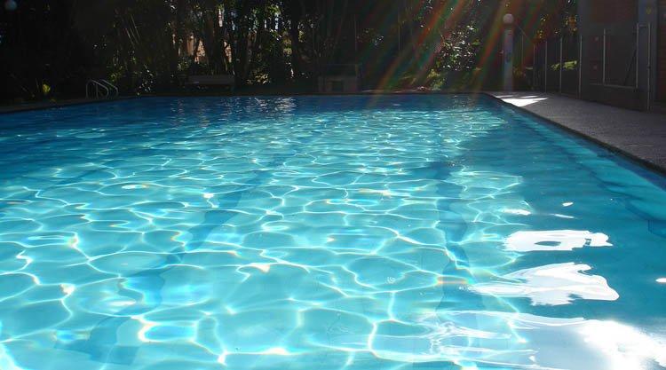 Salute in piscina come difendersi dal cloro - Cloro in piscina ...