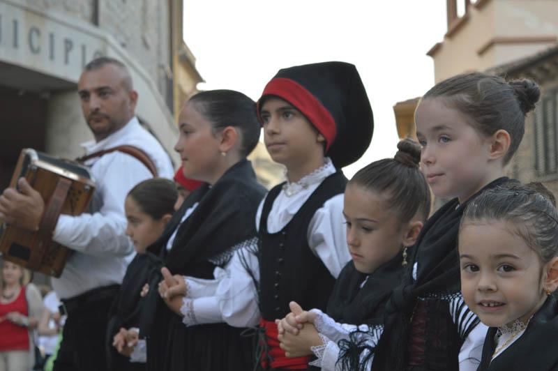 festa-manna-luogosanto-bambini-in-costume